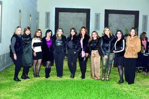 25022020 UN AñO MáS DE VIDA.  Sandra Romero con algunas de las invitadas a su fiesta de cumpleaños.