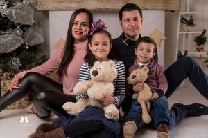 23022020 Festejando el cumpleaños de Oswaldo Estrada en compañía de la familia el pasado 7 de febrero.