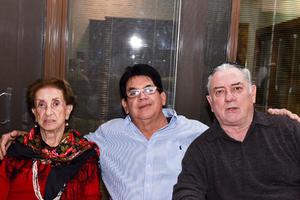 27022020 María Elena Abusaid, Juan Peña y Manolo Fernández.