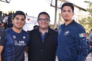 28022020 EVENTO DE ROBóTICA.  René Mendoza, César Galindo y Luis Sáenz.