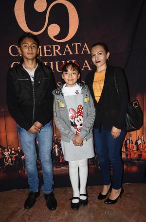 28022020 GOZAN DE LA CAMERATA.  Arturo, Erika y Dania.