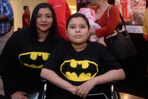 26022020 EN UN CENTRO COMERCIAL.  Cristina y Jesús Alejandro.