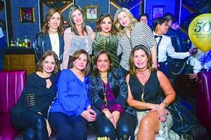 Lizeth Safa en compañía de algunas de sus amigas
