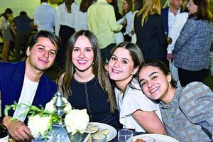 Jorge,Roxana,Romina y Mary Carmen.