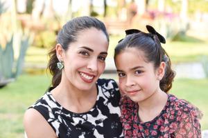 Elda con su hija Elda.