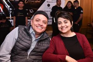 01032020 CENA EN LA OSCURIDAD.  Celso Garza y Laura Centeno.