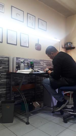 01032020 CREATIVO.  Alex Valles en su estudio de arte.