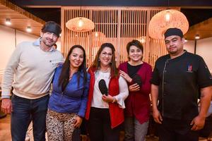 29022020 CATA A CIEGAS.  Carlos Fink, Karla Chiw, Cecilia Cardiel, Laura Centeno y Chef Jaime Salazar.