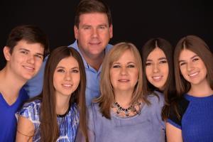 01032020 EN FAMILIA.  Jesús Martínez Morales y Lourdes Benavides de Martínez, con sus hijos, Jesús, Maluly, Adriana y Lorena.