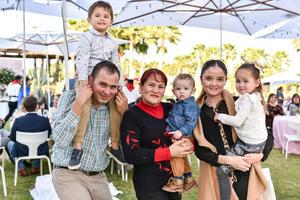 29022020 DISFRUTAN DE UNA FIESTA.  Jesús, Alejandro, Graciela, Emilio, Ana y Ximena.