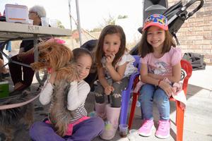 03032020 Valentina, Luciana, Victoria y su linda mascota.