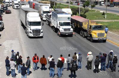 Caos vial se vive en La Laguna de Durango.