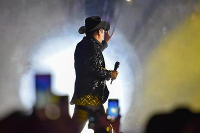 Niños, jóvenes y adultos disfrutaron de un concierto lleno de éxitos, melodías nuevas y por supuesto del carisma del artista, cualidad que le ha abierto las puertas en la industria musical.