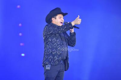 Álvarez preguntó a los asistentes si estaban cansados y ante un rotundo no como respuesta, los puso a bailar con Conozco a una negra y Las mulas de moreno.