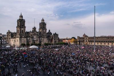 Unas 80 mil mujeres partieron a las 14:00 horas del Monumento a la Revolución y marcharon hasta el Zócalo capitalino para exigir un alto a la violencia de género.