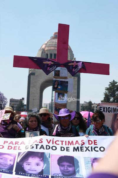 Este domingo 8 de marzo de 2020, mujeres marchan del Monumento a la Revolución al Zócalo capitalino, en el marco del Día Internacional de la Mujer.