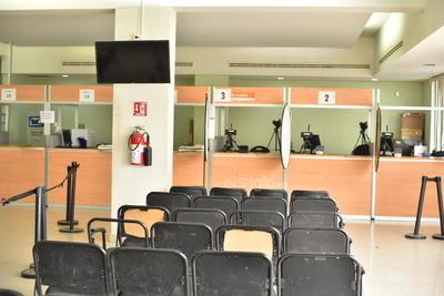 Fue poca la asistencia de personas que acudieron a Recaudación de Rentas de Torreón a realizar pagos.