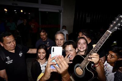 'Estamos encantados de regresar a Torreón después de tantos años. Nos la vamos a pasar genial. Será una gran noche, ya lo verán', sostuvo .