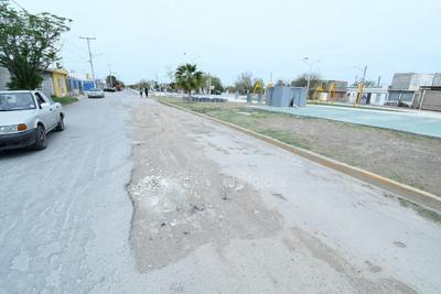 Hoyancos. El asfalto presenta diversos baches, algunos por el deterioro y otros por los trabajos incompletos que realizan dependencias como Simas.