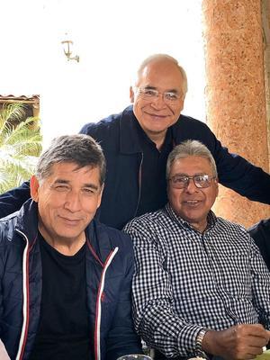 15032020 RECIENTE REUNIóN.  Marcial de la Rosa Cano, Gerardo Galindo Bautista y Jaime Díaz Salazar en la comida de los Apaches Dorados de la PVC.