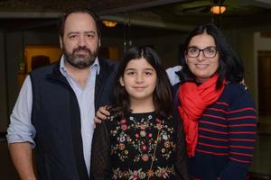 15032020 EN FAMILIA.  Jorge, Jimena y Beatriz.