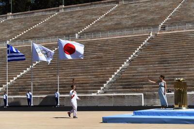 Antorcha olímpica llega a manos de Tokio pese a pandemia de coronavirus