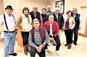 18032020 CHARLA DE GERIATRíA.  Grupo de adultos mayores, Amantes de la vida, escuchando con atención al Dr. Javier Rodríguez, especialista en geriatría, la charla fue sobre los signos y síntomas por los que se inicia esta última etapa de la vida.