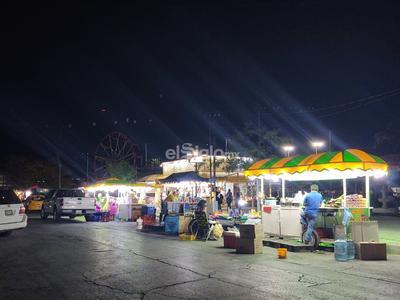Pocos clientes registran los famosos puestos de elotes de la Alameda.