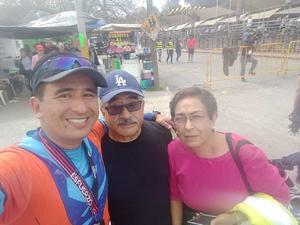 23032020 Jesús Cruz y Nidia Pérez, quienes apoyaron a su hijo Chuy Cruz en el Maratón Lala.