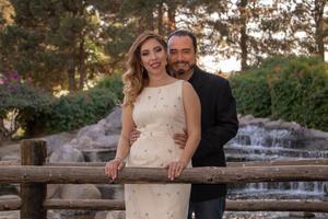 23032020 Judith Escandón y Juan de Dios Rivas en una sesión fotográfica con motivo de su compromiso matrimonial.
