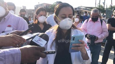 Una doctora presentó una lista de peticiones demandando tapabocas, batas, gorras, guantes y botas.