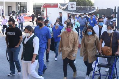 Protestan trabajadores del IMSS en Monclova por COVID-19