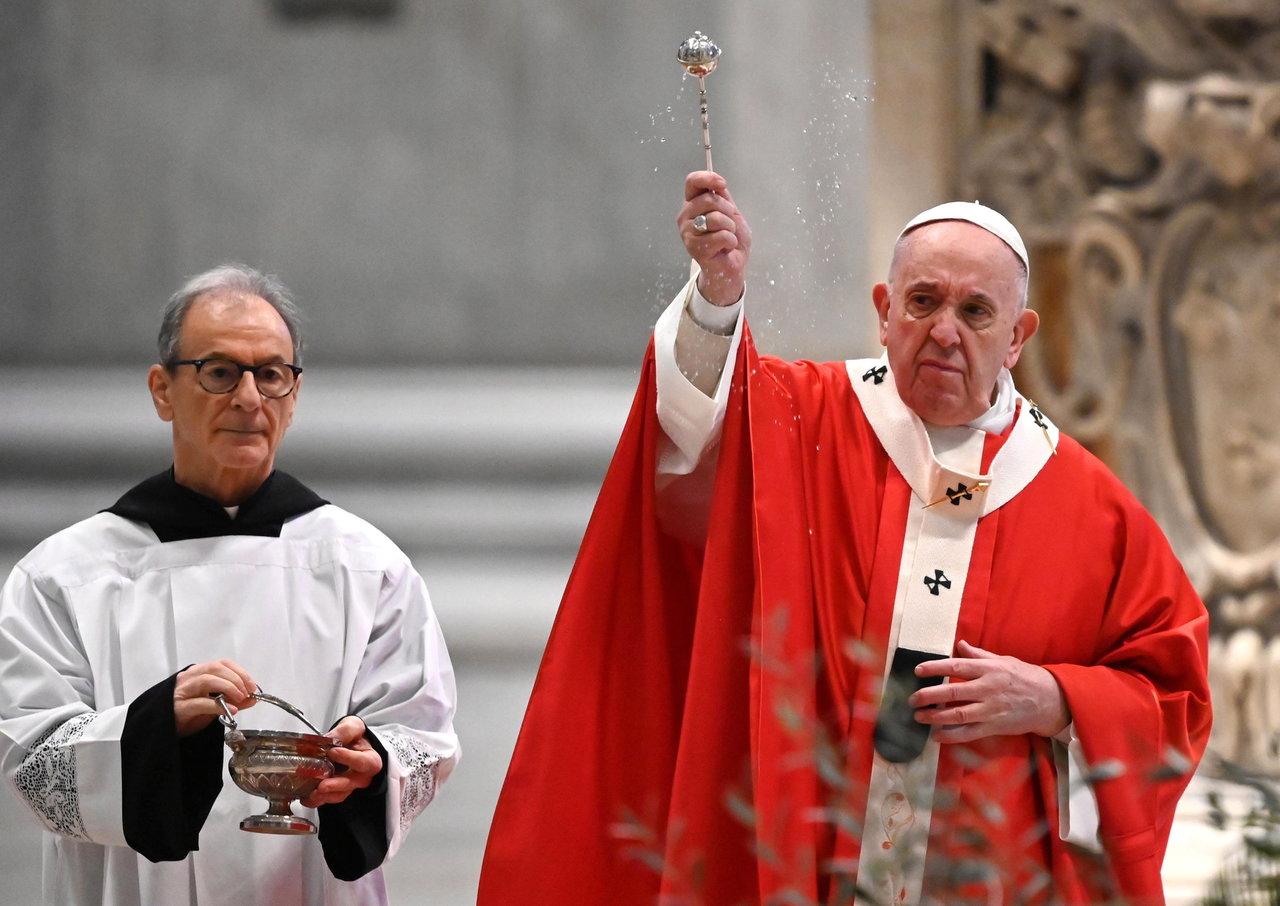 Sin fieles, Papa Francisco celebra el Domingo de Ramos