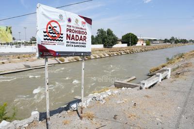 En todos los municipios de la región, las unidades de Protección Civil realizan campañas para evitar que se metan a nadar, pero no hacen caso.