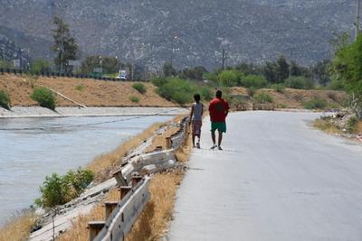 Para evitar que se registren accidentes en los canales, es necesario que los padres de familia vigilen a los menores de edad.