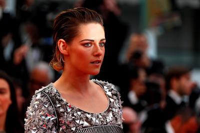 Kristen se ha caracterizado por tener un carácter indomable y estilo único, pues además es imagen de la reconocida marca de ropa, Chanel.