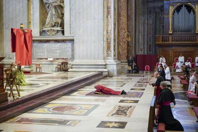Sin fieles, Papa Francisco preside misa del Viernes Santo