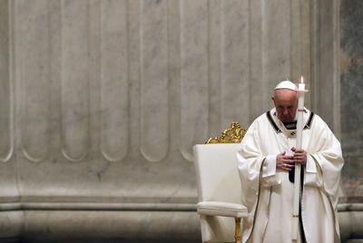 Celebran papa Francisco misa de Sábado Santo ante crisis mundial por COVID-19