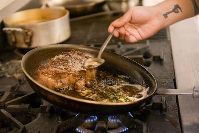 Prepara un delicioso rib eye con risotto para tu mesa