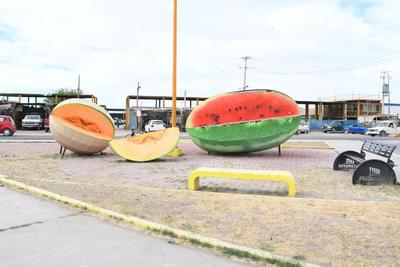 La epidemia del COVID-19 afecta la venta del melón y la sandía en Matamoros, aún cuando se han tomado medidas sanitarias como la sana distancia.