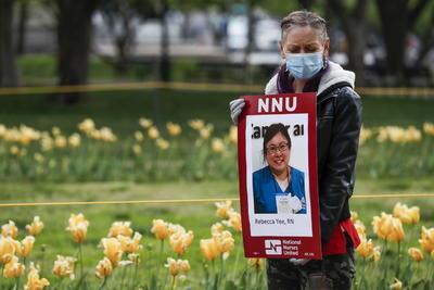 En la protesta se nombraron a las enfermeras y enfermeros que han perdido la vida en los últimos días.