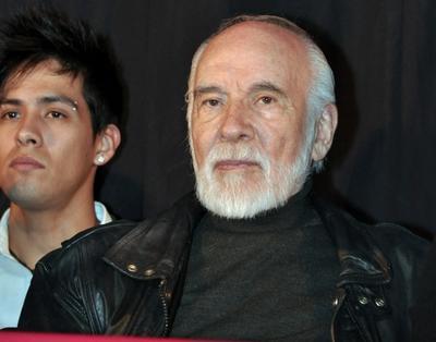 El actor estudió en la Ciudad de México en el Instituto Cinematográfico, Teatral y Radio-Televisión de la ANDA. Con una carrera larga en telenovelas, compartió créditos con primeros actores como Ignacio López Tarso (en
