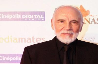 Nacido en Chihuahua en 1930, se trasladó a la Ciudad de México a finales de los años 50 junto con su madre y fue a mediados de los 60 cuando realizó sus primeros trabajos para televisión y teatro.