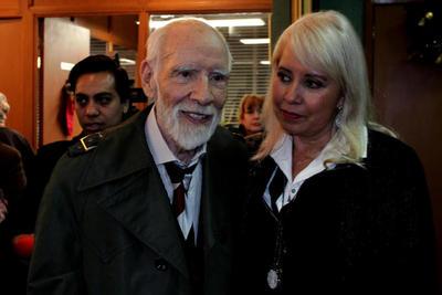 Del teatro se despediría en 2012 participando en 'Ser es ser visto', bajo la dirección de Luis de Tavira.