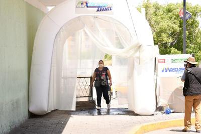 Mientras que en estados como Nuevo León, Querétaro, Durango, Estado de México, entre muchos otros, las autoridades de todos los niveles tenían que establecer protocolos para prevenir la discriminación y las agresiones al personal de Salud, en la capital del acero ya los reconocían como héroes.