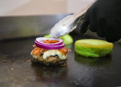 Coronaburger, antojo inspirado en la pandemia de COVID-19