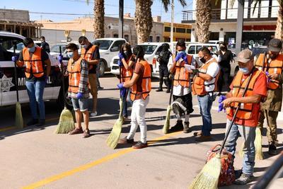 Javier Esparza Pantoja, director de Seguridad Pública en Gómez Palacio, informó que en total fueron 18 personas las que se encontraron en la calle, entre ellos algunos jóvenes que estaban jugando en espacios públicos, por lo que fueron remitidos por los agentes policiacos.
