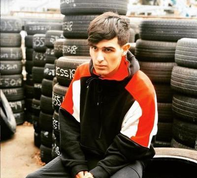 Adriel Favela, uno de los nuevos talentos del género regional mexicano.