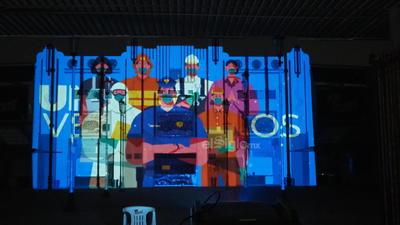 Carlos Chávez, Edgardo Urrutia y Shafee Etemad, tres empresarios especializados en animación, iluminación y sonido, unieron sus talentos para realizar proyecciones con mensajes motivacionales en edificios representativos de la ciudad de Torreón.