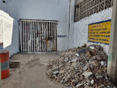 Prohibido. Un viejo mensaje pintado sobre una pared sigue estando vigente, donde se advertía que sería entregada a las autoridades aquella persona que se le encontrara realizando alguna necesidad fisiológica.